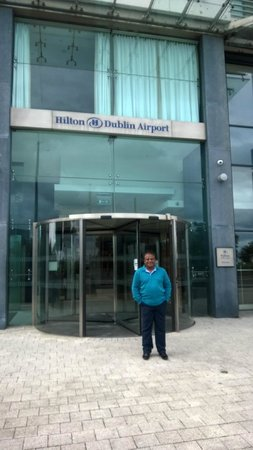 Hilton Dublin Airport Hotel: In front of the hotel