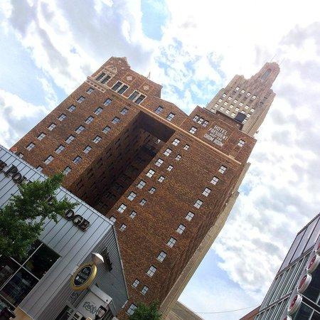 Hilton President Kansas City: Outside look