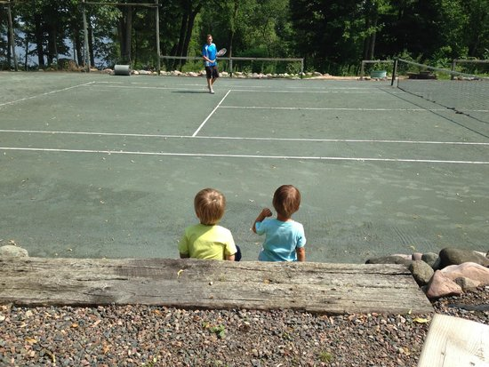 Stout's Island Lodge: Daddy Playing Tennis & His Biggest Fans