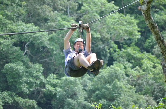 Los Veranos Canopy Tour: Zipping over the river !