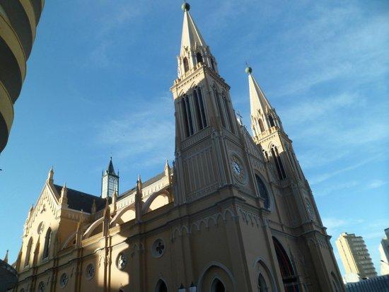 Metropolitan Cathedral : Parte lateral da igreja
