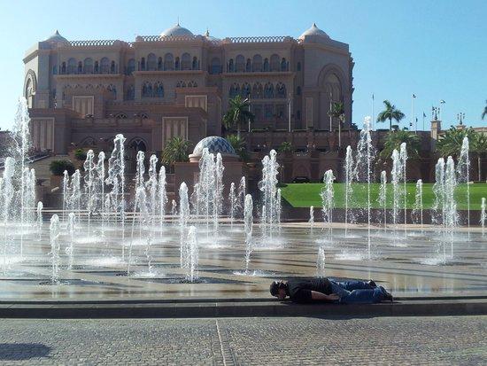 Emirates Palace: FUENTES DE ENTRADA