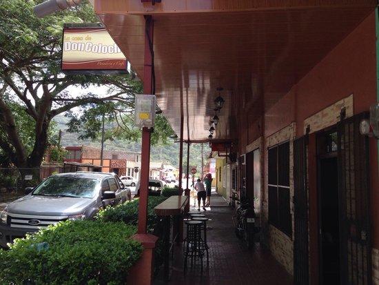 Panaderia y Cafe La Casa de Don Colocho: From the street
