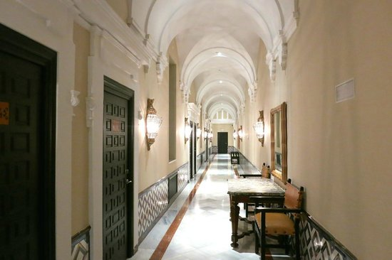 Hotel Alfonso XIII, A Luxury Collection Hotel, Seville : rooms hallway
