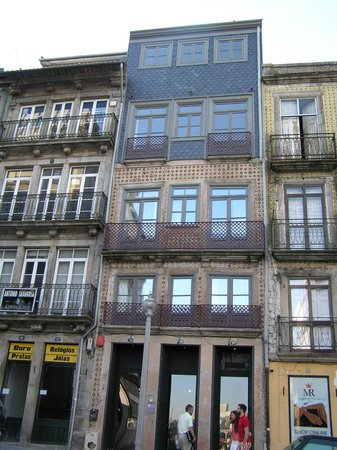 Cale Guest House, Porto, view from street