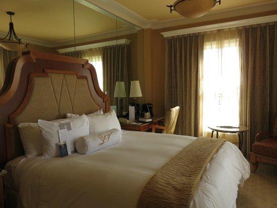 La Valencia Hotel: my room