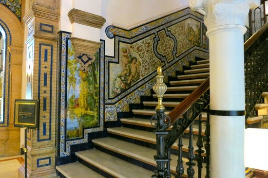 Hotel Alfonso XIII, A Luxury Collection Hotel, Seville: stairwell