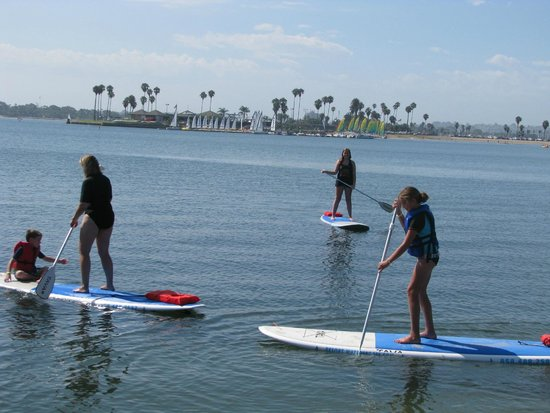 Catamaran Resort Hotel and Spa: Paddle boarding out on Mission Bay