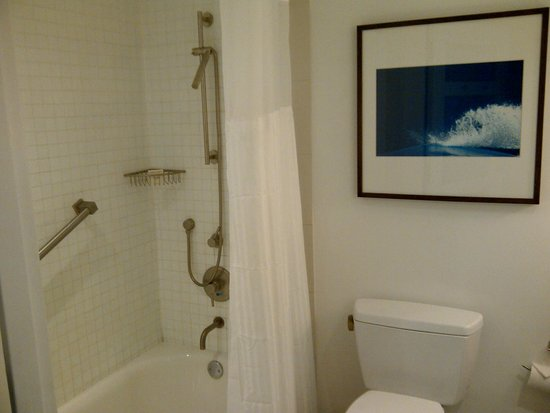 Hilton Fort Lauderdale Marina: Vista del baño