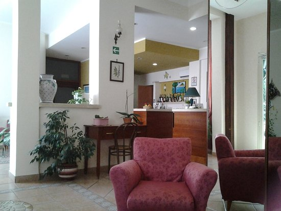 Hotel Mediterraneo : la hall dell'albergo... un salotto!