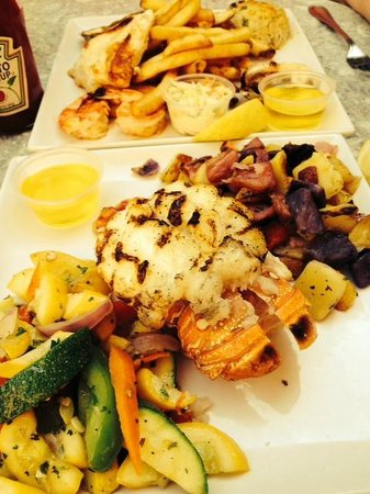 Harry's Oyster Bar & Seafood: Lobster and Seafood combo platters