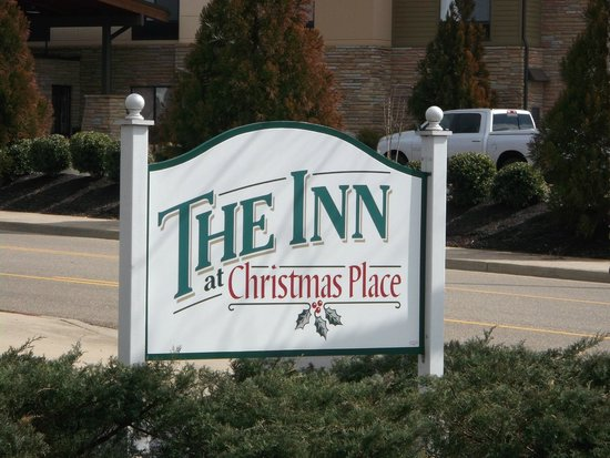 The Inn at Christmas Place: Side entrance sign