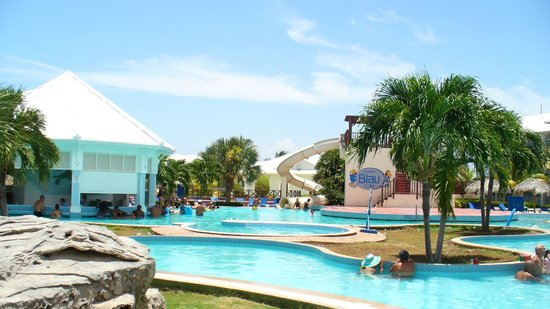 Blau Marina Varadero Resort: Piscine avec glissade et bar