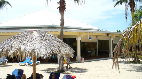 Blau Marina Varadero Resort: Snack Bar coté piscine