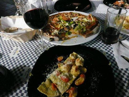 Bella Napoli: Pizza and Pasta!!!  YUM