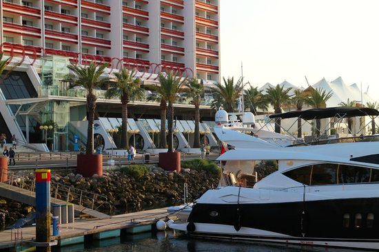 Tivoli Marina Vilamoura: the bar near the marina (after the trees)