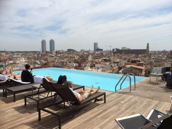 Grand Hotel Central: Amazing rooftop pool and vista