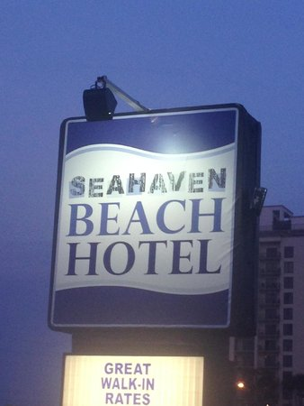 Seahaven Beach Hotel : sign