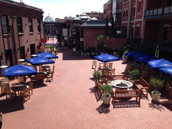 Fairmont Heritage Place, Ghirardelli Square : view from one of the hotel patios above Ghiradelli Square
