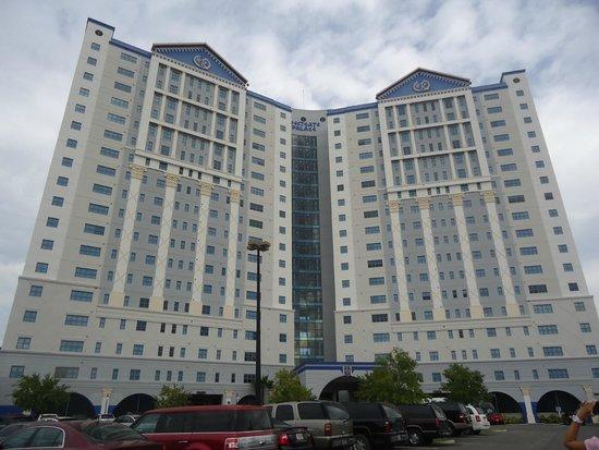 Westgate Palace Resort: Fachada de duas torres