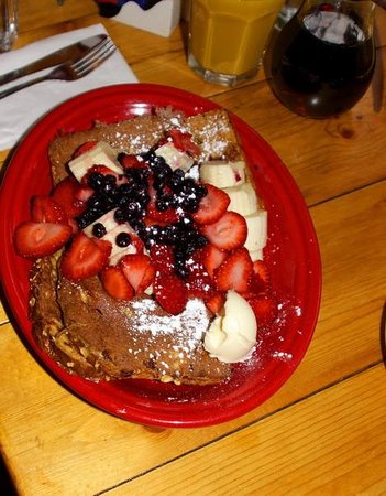 Butterhorn Bakery and Cafe: French toast with fruit