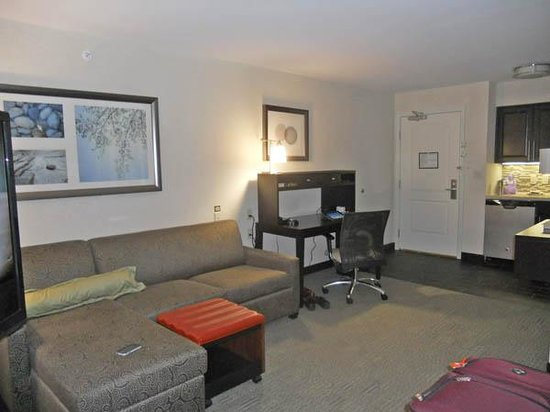 Staybridge Suites Schererville: Sitting and work area