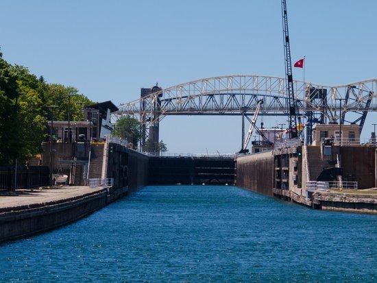 Soo Locks Boat Tours: Entering the US lock to be raised 21 feet