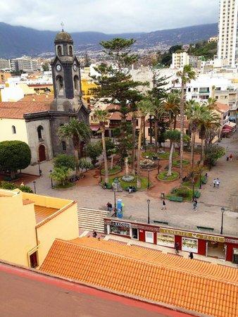 """Marquesa Hotel: Blick von der Dachterrasse auf die Hauptkirche """"Nuestra Señora de la Peña de Francia"""""""