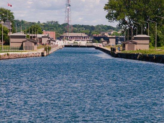 Soo Locks Boat Tours: Entering the Canadian Lock