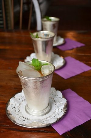 Historic Oak Hill Inn: Mint Juleps and chocolate-chocolate chip cookies await your arrival.