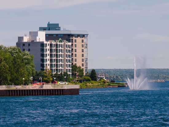 Soo Locks Boat Tours: The Canadian Shoreline