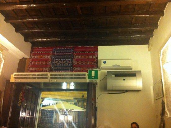 Il Grillo Brillo: Come da foto il locale, anche d'estate, non è caldo all'interno ma anzi, ben ventilato! Comunque