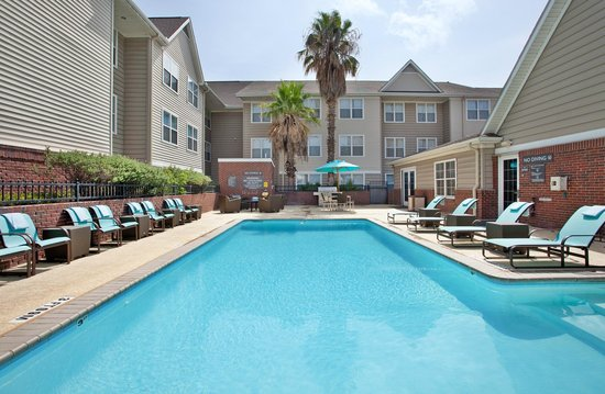 Residence Inn Austin Round Rock : Outdoor Pool & BBQ Area