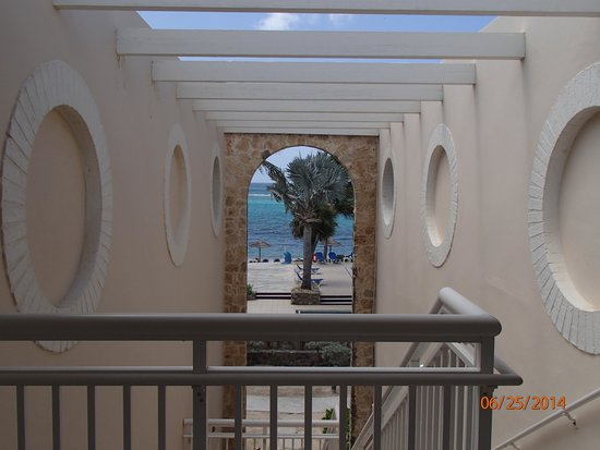 Divi Carina Bay All Inclusive Beach Resort: stairway from the second floor