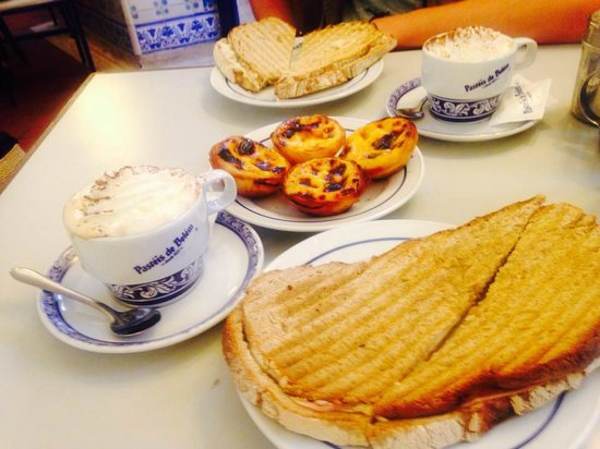 Pasteis de Belem : Coffee, famous pasteis and toasties