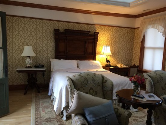 Mohonk Mountain House: beautifully renovated room