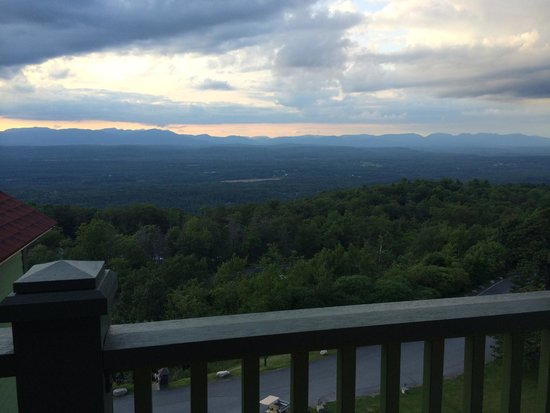 Mohonk Mountain House : view of the catskill mountains