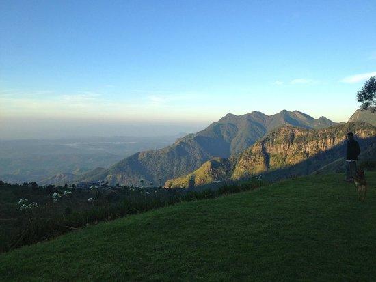 Hill Safari Eco Lodge Ohiya: Mountain views