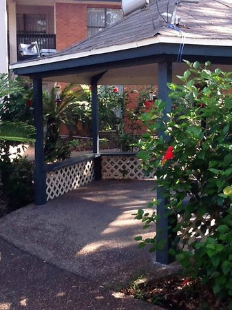 Econo Lodge Inn by the Bay : The Gazabo