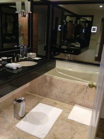Belmond Miraflores Park : bathroom