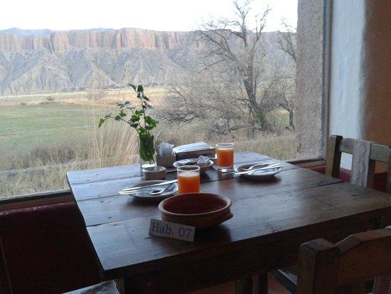 Sala de Payogasta: El comedor con vista a los cerros