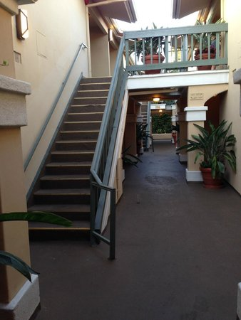 Laguna Brisas Hotel : Stairs to room