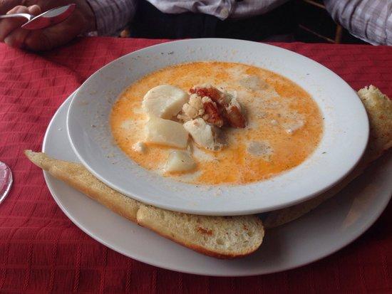 Bistro East: Seafood chowder. Had scallops, haddock, lobster, potatoes.  Light cream.  Very nice.