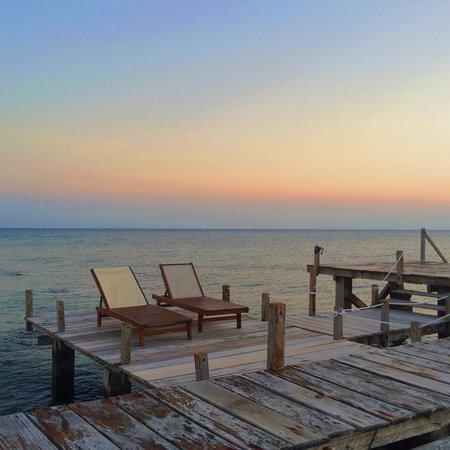 Kura Kura Resort: Sunset dock