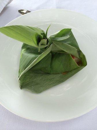 Restaurante Club de Pesca: Peixe feito na folha de bananeira