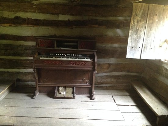 Rockport, IN: An organ.