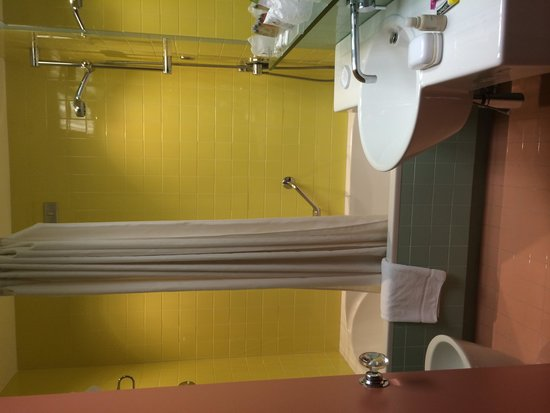 Hotel Albani Roma: Example of shower