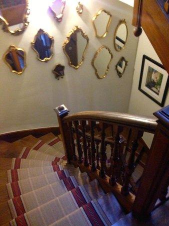 La Villa De Mazamet : Amazing staircase