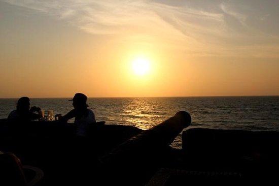 Cafe Del Mar Cartagena: Lindo por do sol com bebidas e música