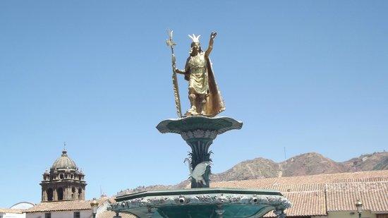 Plaza de Armas (Huacaypata): Monumento a Pachacutec - Plaza de Armas